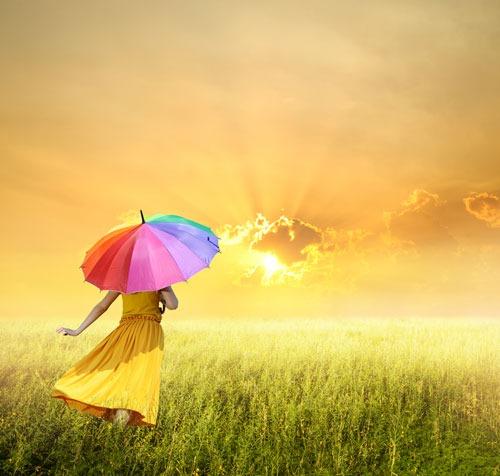 women-with-umbrella-photo