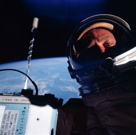 gemini-program-space-photos-scanned-buzz-aldrin-self-portrait_47262_600x450